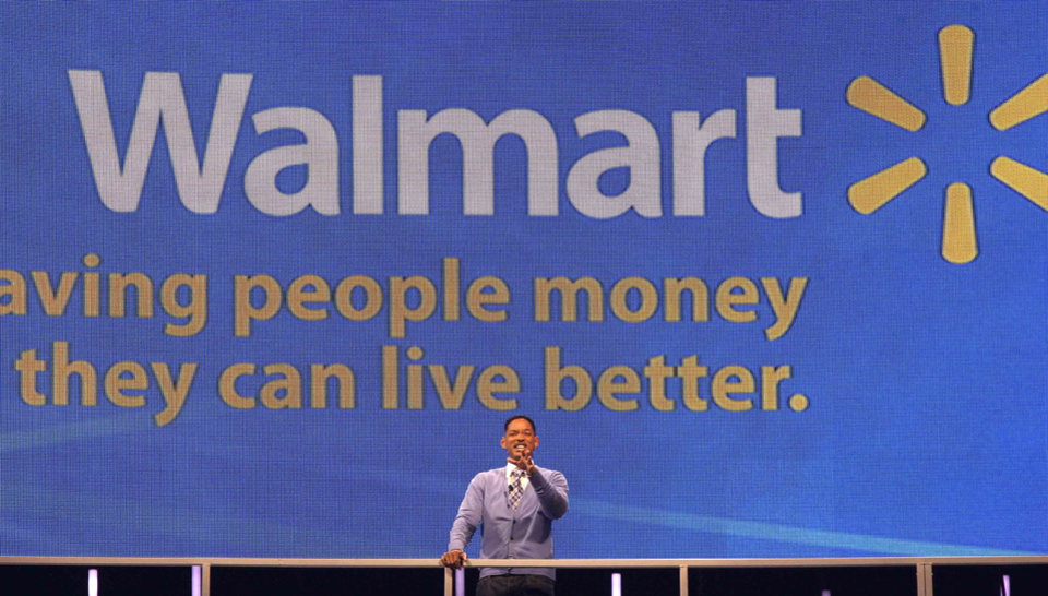 Photo -   Actor Will Smith greets Wal-Mart shareholders in Fayetteville, Ark., Friday, June 3, 2011. Wal-Mart Stores Inc. says it is launching a $15 billion share repurchase program.(AP Photo/Danny Johnston)