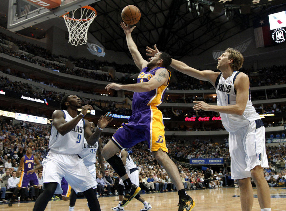 Photo - Dallas Mavericks' Jae Crowder (9) and Dirk Nowitzki, of Germany, defend against a shot by Los Angeles Lakers' Jordan Farmar (1) in the first half of an NBA basketball game, Tuesday, Nov. 5, 2013, in Dallas. (AP Photo/Tony Gutierrez)