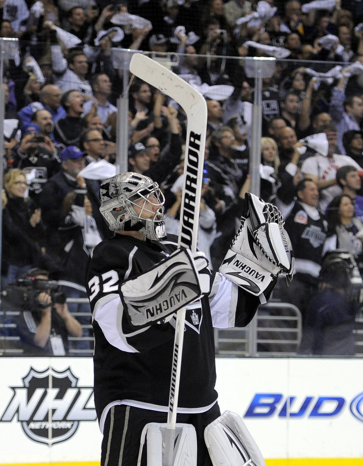Photo -   Los Angeles Kings goalie Jonathan Quick celebrates as time runs out in the game during Game 3 of an NHL hockey Stanley Cup second-round playoff series, Thursday, May 3, 2012, in Los Angeles. The Kings won 4-2. (AP Photo/Mark J. Terrill)