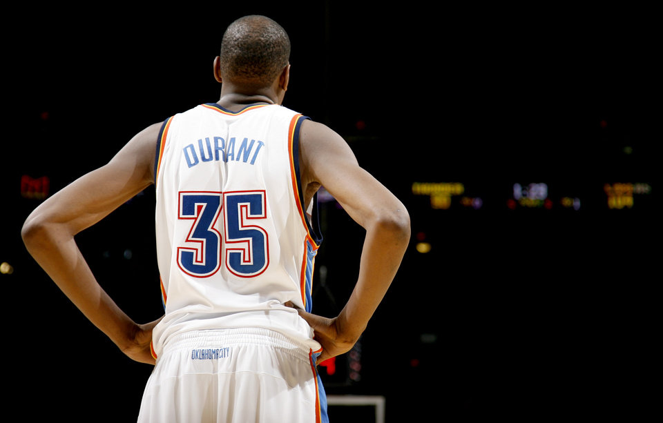 Photo - Oklahoma City's Kevin Durant during the NBA basketball game between the Los Angeles Lakers and the Oklahoma City Thunder at the Ford Center, Tuesday, Feb. 24, 2009. PHOTO BY BRYAN TERRY, THE OKLAHOMAN ORG XMIT: KOD