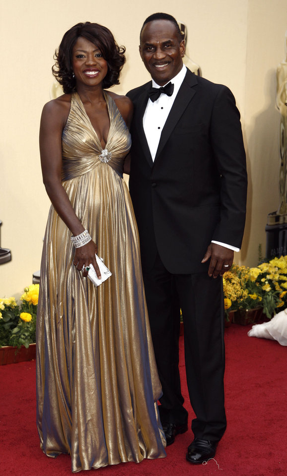 Photo - ** LINDA MILLER'S COMMENTARY:   She channeled old Hollywood glamour.    ** Viola Davis nominated for an Oscar for best actress in a supporting role for her work in