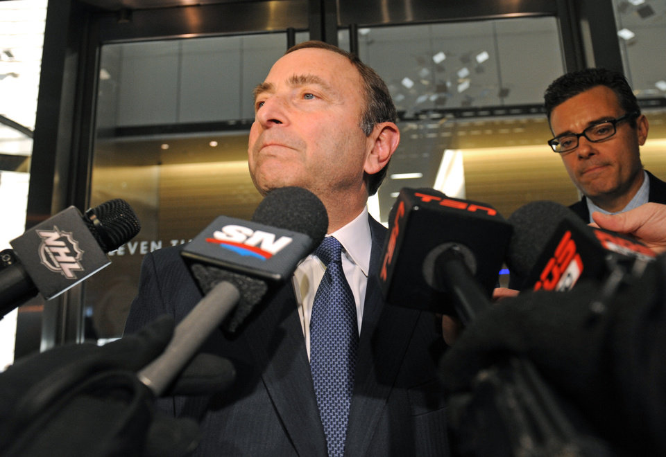 Photo -   NHL Commissioner Gary Bettman speaks to reporters following labor talks, Friday, Nov. 9, 2012, in New York. The league and the players' association met Friday for the fourth straight day, trying to reach an agreement to end the lockout. (AP Photo/ Louis Lanzano)