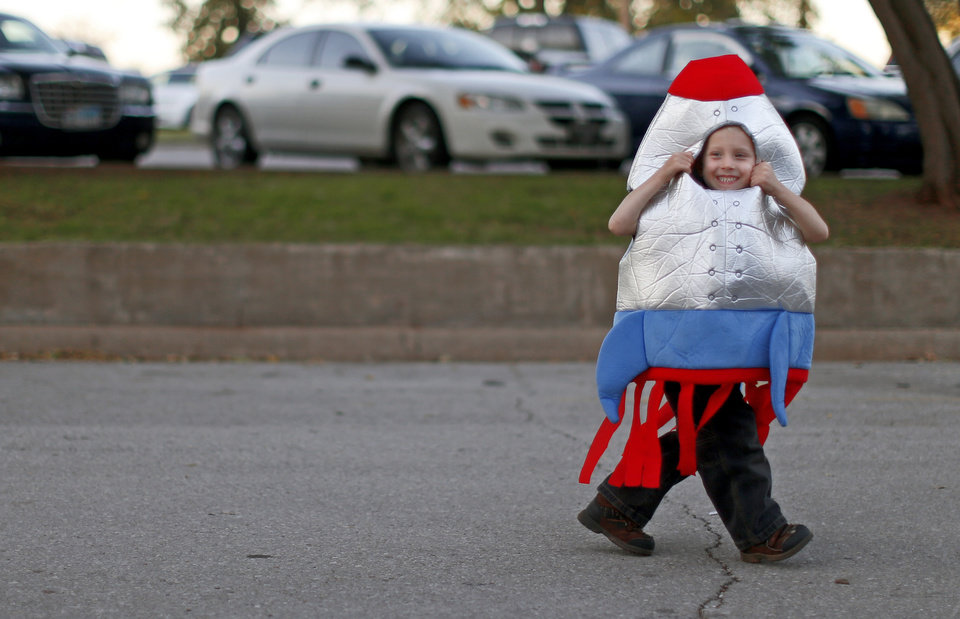 Photo -  TRICK OR TREAT / ROCKET COSTUME / CHILD / HALLOWEEN: Mason Cunningham, 3, of Newalla, looks back on his way to Haunt The Zoo at the Oklahoma CIty Zoo on Wednesday, October 31, 2012. Photo by Bryan Terry, The Oklahoman