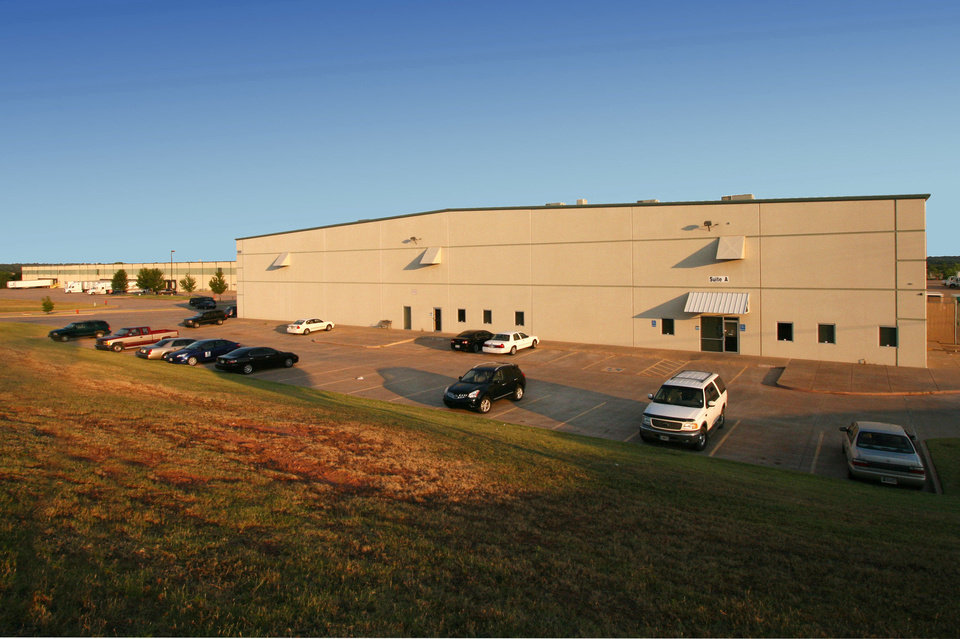 Gardner Tanenbaum developed this warehouse, which is fully leased, on Partnership Drive east of Interstate 35 and north of Hefner Road. PHOTO PROVIDED BY PRICE EDWARDS & CO.
