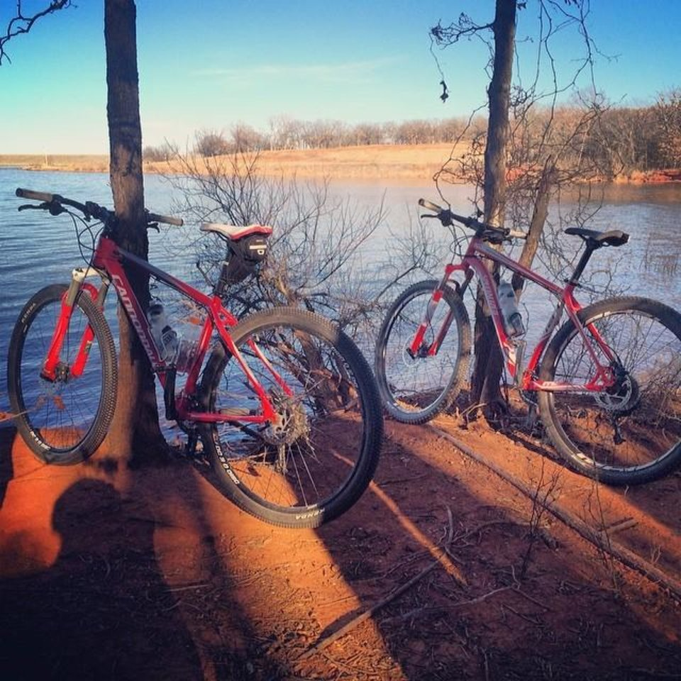 Bikes at Lake Thunderbird. Photo by Instagrammer @richiebean