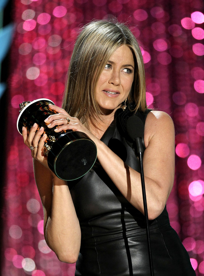 Photo -   Jennifer Aniston accepts the award for best on-screen dirtbag at the MTV Movie Awards on Sunday, June 3, 2012 in Los Angeles. (Photo by Matt Sayles/Invision/AP)