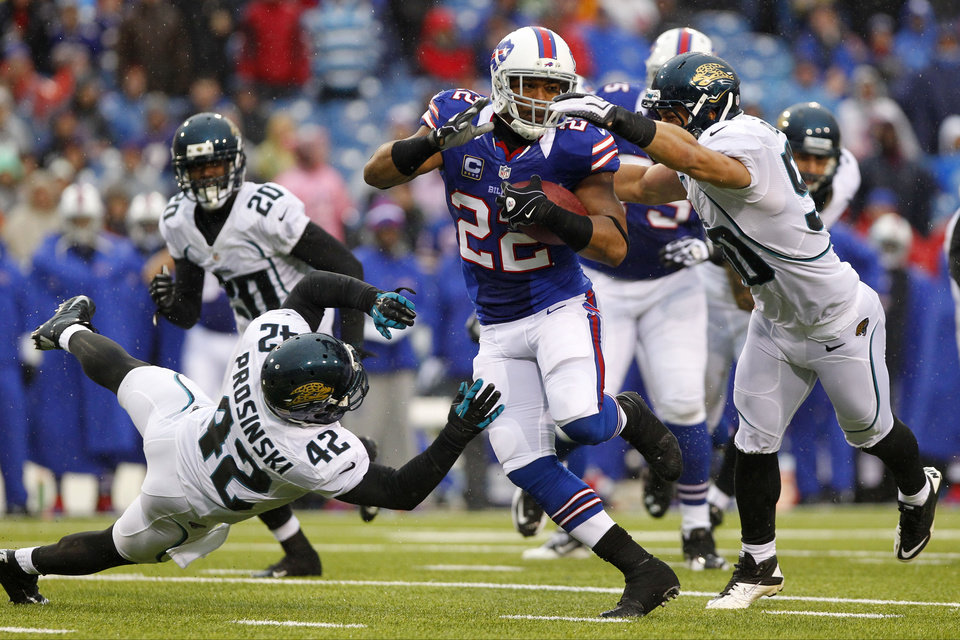 Buffalo Bills\' Fred Jackson (22) runs away from Jacksonville Jaguars\' Russell Allen (50) and Chris Prosinski (42) during the second half of an NFL football game, Sunday, Dec. 2, 2012, in Orchard Park, N.Y. (AP Photo/Bill Wippert)