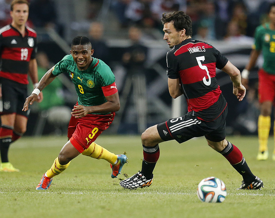 Photo - Germany's Mats Hummels, right, and Cameroon's Samuel Eto'o challenge for the ball during a soccer friendly match between Germany and Cameroon in Moenchengladbach, Germany, Sunday, June 1, 2014. (AP Photo/Michael Probst)