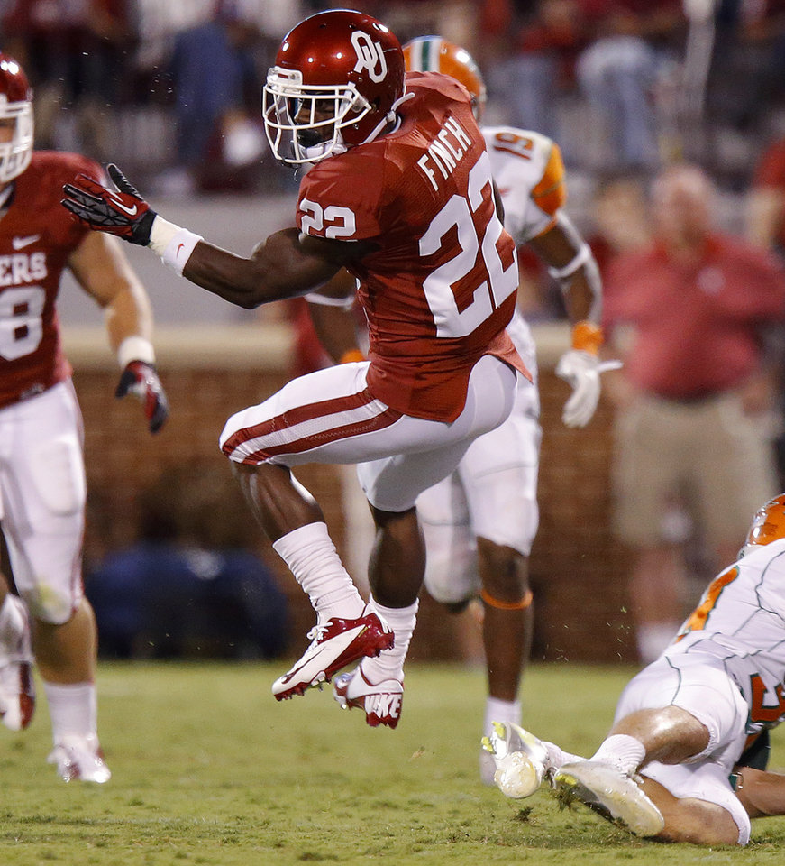 Oklahoma's Roy Finch (22) runs during the college football game between the University of Oklahoma Sooners (OU) and Florida A&M Rattlers at Gaylord Family—Oklahoma Memorial Stadium in Norman, Okla., Saturday, Sept. 8, 2012. Photo by Bryan Terry, The Oklahoman