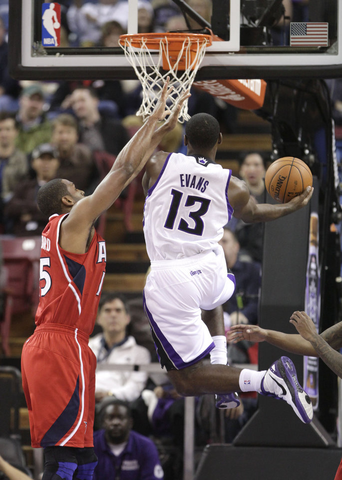 Photo -   Sacramento Kings guard Tyreke Evans, right, drives to the basket against Atlanta Hawks forward Al Horford during the first half of an NBA basketball game in Sacramento, Calif., Friday, Nov. 16, 2012. (AP Photo/Rich Pedroncelli)