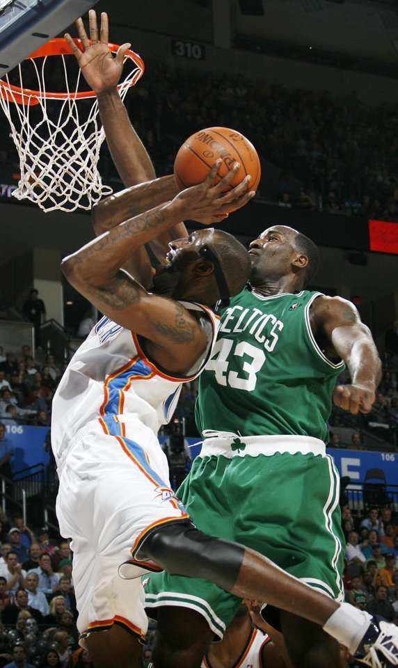 Photo - Joe Smith of the Thunder tries to get to the hoop past Kendrick Perkins of Boston in the first half during the NBA basketball game between the Oklahoma City Thunder and the Boston Celtics at the Ford Center in Oklahoma City, Wednesday, Nov. 5, 2008. BY NATE BILLINGS, THE OKLAHOMAN ORG XMIT: KOD