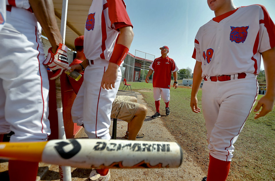 Photo - Former Major League Baseball player and current head coach of the Binger-Oney High School baseball team Reggie Willits talks with his team during pre game on Thursday, Sept. 20, 2012, in Binger, Okla. Photo by Chris Landsberger, The Oklahoman