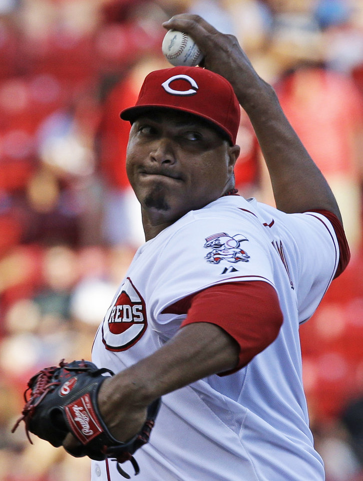 Photo - Cincinnati Reds starting pitcher Alfredo Simon throws against the Chicago Cubs in the first inning of a baseball game, Wednesday, July 9, 2014, in Cincinnati. (AP Photo/Al Behrman)