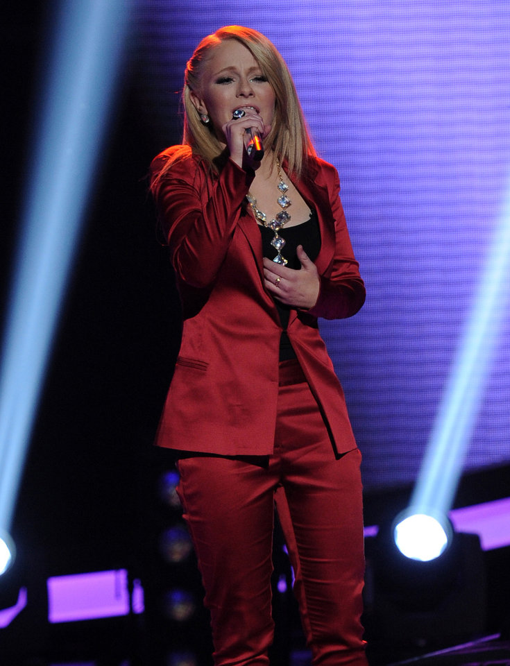 Photo -   In this April 25, 2012 photo released by Fox, contestant Hollie Cavanaugh performs on the singing competition series