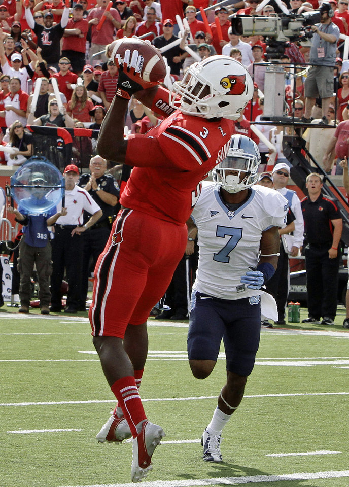 Photo -   Louisville wide receiver Charles Gaines (7) makes a 32-yard pass for a touchdown during the first half of an NCAA college footbal game against North Carolina in Louisville, Ky., Saturday, Sept. 15, 2012. North Carolina cornerback Tim Scott (7) trails the plays. (AP Photo/Garry Jones)