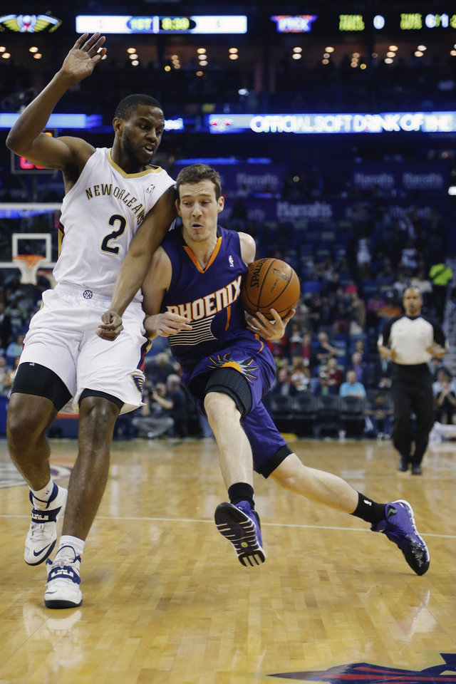 Photo - Phoenix Suns guard Goran Dragic (1) gets around New Orleans Pelicans forward Darius Miller (2) in the first half of an NBA basketball game in New Orleans, Wednesday, April 9, 2014. (AP Photo/Bill Haber)