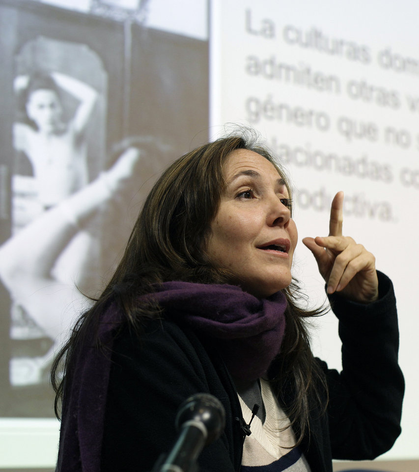 Photo -   Mariela Castro, daughter of Cuban President Raul Castro, speaks during an academic conference at San Francisco General Hospital in San Francisco, Wednesday, May 23, 2012. Castro, an outspoken gay rights advocate, spoke at a medical lecture for health care providers on care for transgender patients. (AP Photo/Eric Risberg)