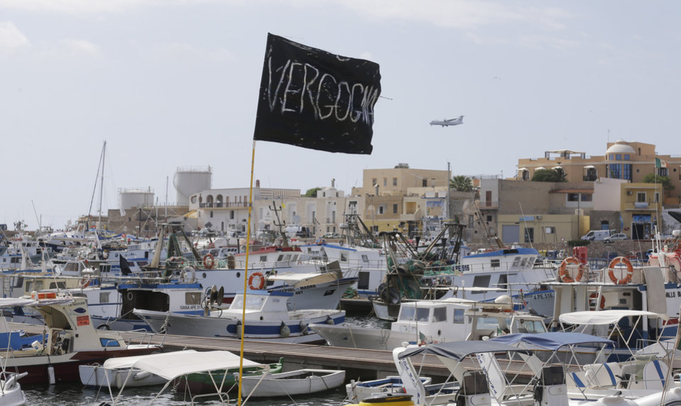 Photo - A black flag with writing reading in Italian