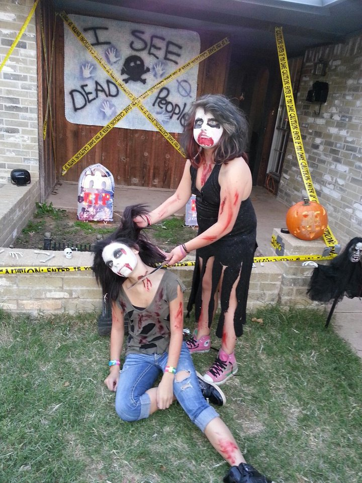 Katelyn stilley and katie denham ZOMBIES ATTACK