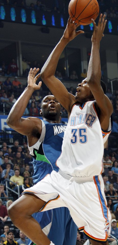 Photo - FIRST REGULAR SEASON WIN: Oklahoma City's Kevin Durant moves to the hoop past Al Jefferson of Minnesota during the NBA basketball game between the Oklahoma City Thunder and the Minnesota Timberwolves at the Ford Center in Oklahoma City, Sunday, Nov. 2, 2008. BY NATE BILLINGS, THE OKLAHOMAN  ORG XMIT: KOD