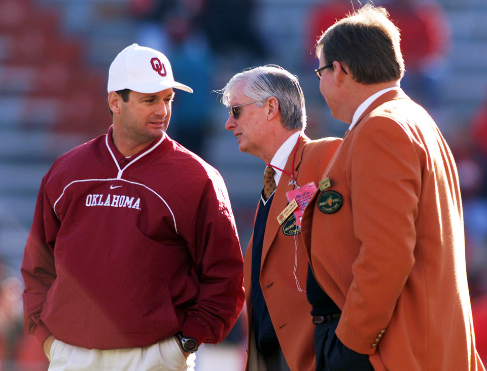 Photo - OU VS NEBRASKA COLLEGE FOOTBALL, OCT. 27, 2001:   Head coach Bob Stoops talks before the game with Edgar C. Jones Jr., past president of the Orange Bowl Committee and Gene Colson, vice president of the Orange Bowl.  Staff photo by Steve Sisney