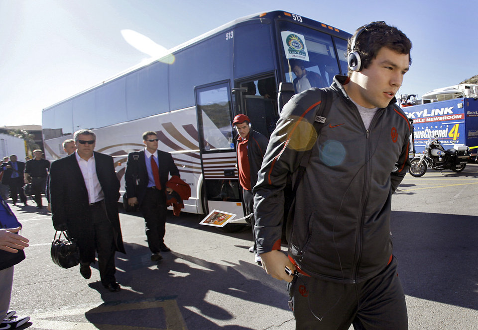 Photo - Oklahoma's Sam Bradford arrives with the team to the Brut Sun Bowl college football game between the University of Oklahoma Sooners (OU) and the Stanford University Cardinal on Thursday, Dec. 31, 2009, in El Paso, Tex.   Photo by Chris Landsberger, The Oklahoman