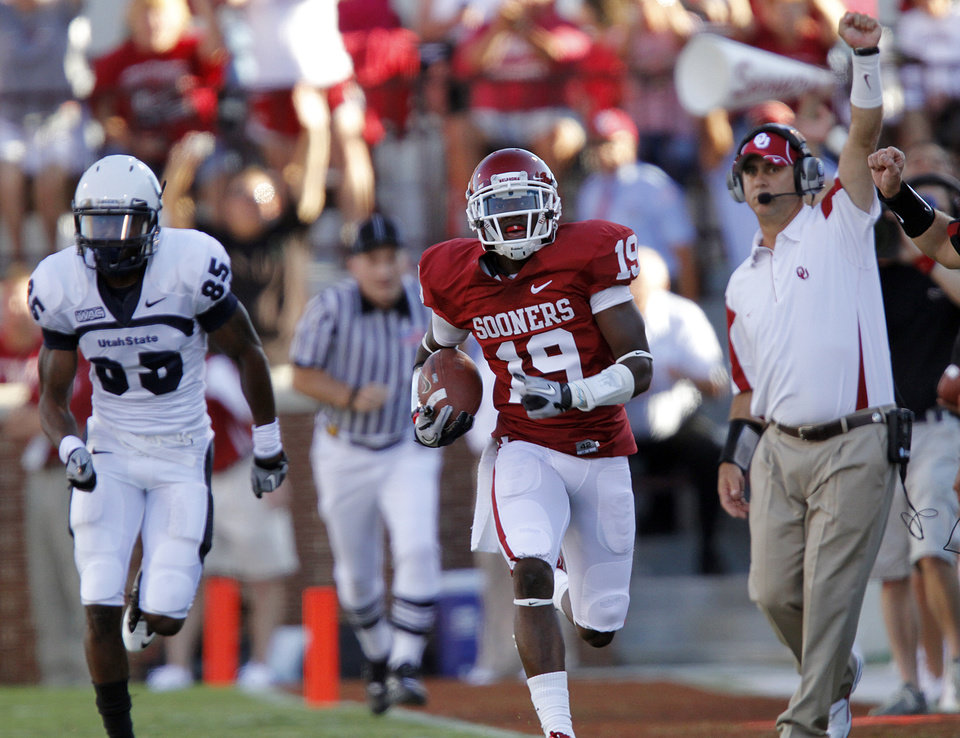 Photo - Oklahoma's Demontre Hurst (19) returns an interception during the first half of the college football game between the University of Oklahoma Sooners (OU) and Utah State University Aggies (USU) at the Gaylord Family-Oklahoma Memorial Stadium on Saturday, Sept. 4, 2010, in Norman, Okla.   Photo by Chris Landsberger, The Oklahoman