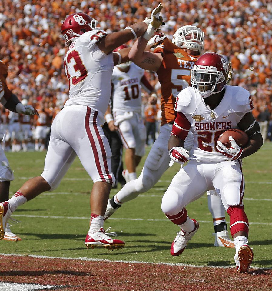 OU's Damien Williams (26) scores a touchdown past a Trey Millard (33) block during the Red River Rivalry college football game between the University of Oklahoma Sooners (OU) and the University of Texas Longhorns (UT) at the Cotton Bowl Stadium in Dallas, Saturday, Oct. 12, 2013. Photo by Chris Landsberger, The Oklahoman