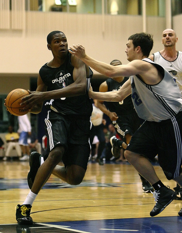 Photo - OKC NBA, FORMER SEATTLE SUPERSONICS, SONICS BASKETBALL TEAM: Kevin Durant from Oklahoma City drives against Kevin Kruger frm the Magic during the Orlando Pro 2008 Summer League Monday, July 8, 2008. (Jacob Langston/Orlando Sentinel) ORG XMIT: ORL0807081825346357