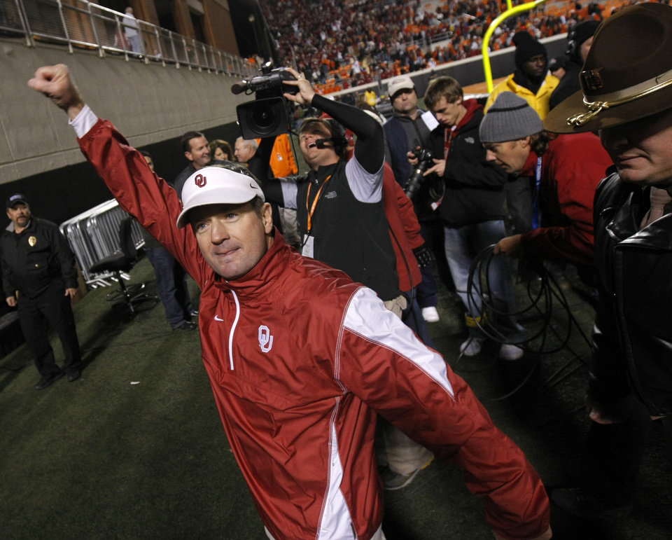 Photo - OU coach Bob Stoops reacts after the Bedlam college football game between the University of Oklahoma Sooners (OU) and the Oklahoma State University Cowboys (OSU) at Boone Pickens Stadium in Stillwater, Okla., Saturday, Nov. 27, 2010. Photo by Bryan Terry, The Oklahoman
