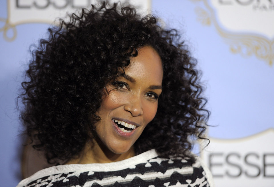 Photo - Producer Mara Brock Akil, recipient of the Visionary Award, poses at the 6th Annual Black Women in Hollywood Luncheon at the Beverly Hills Hotel on Thursday, Feb. 21, 2013 in Los Angeles. (Photo by Chris Pizzello/Invision/AP)
