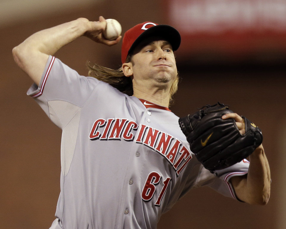 Photo -   Cincinnati Reds starting pitcher Bronson Arroyo (61) delivers in the first inning during Game 2 of the National League division baseball series against the San Francisco Giants in San Francisco, Sunday, Oct. 7, 2012. (AP Photo/Marcio Jose Sanchez)