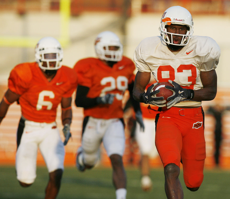 Photo - OSU: Artrell Woods (83) runs for a touchdown after catching a pass from wide receiver Seth Newton on a trick play as Ricky Price (6) and Billy Lewis (29) pursue during the Oklahoma State University Orange-White spring college football game in Stillwater, Okla., Saturday, April 14, 2007. By Nate Billings, The Oklahoman  ORG XMIT: KOD