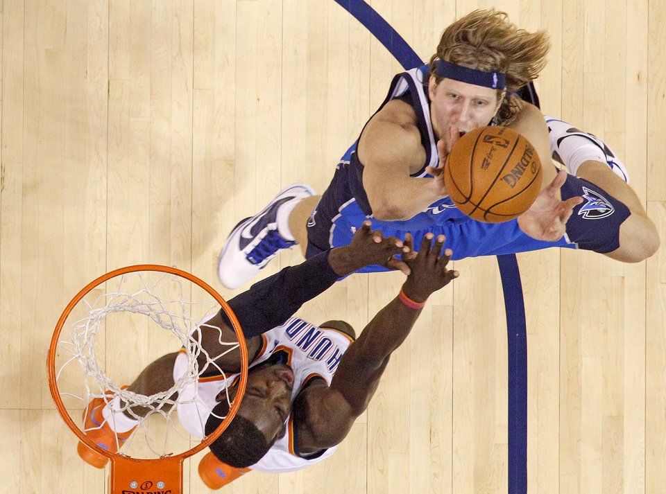 Photo - Dirk Nowitzki of Dallas shoots the ball over Jeff Green of Oklahoma CIty during the NBA basketball game between the Oklahoma City Thunder and the Dallas Mavericks at the Ford Center in Oklahoma City on Wednesday, December 16, 2009. Photo by Bryan Terry, The Oklahoman