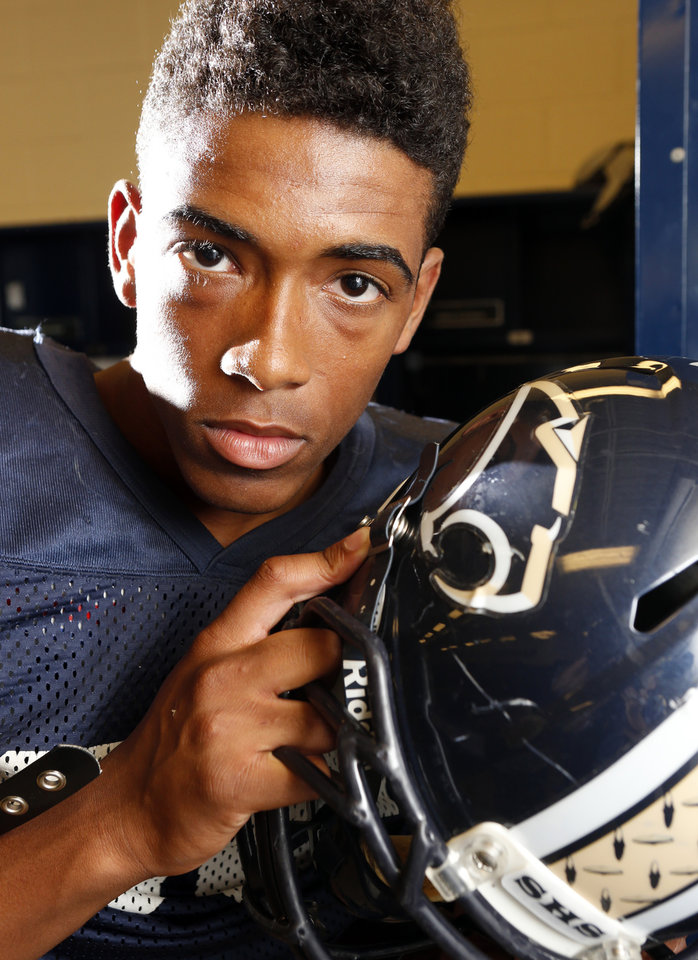Photo - SOUTHMOORE HIGH SCHOOL FOOTBALL: Southmoore football player Darius Joseph on Wednesday, Sept. 4, 2013, in Moore, Okla.  Photo by Steve Sisney, The Oklahoman