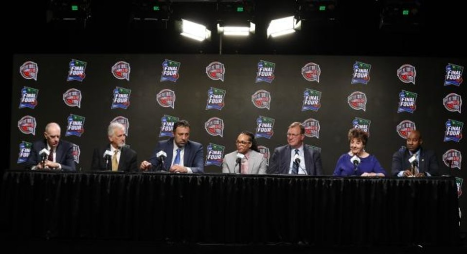 Photo -  The Naismith Basketball Hall of Fame formally introduced its 2019 inductees Saturday — former NBA player Bobby Jones, from left; former NBA player Paul Westphal; former NBA player Vlade Divac; former WNBA player Teresa Weatherspoon; former NBA player Jack Sikma; former Wayland Baptist Flying Queens player Linda Price; and former NBA player Sidney Moncrief. [AP PHOTO]