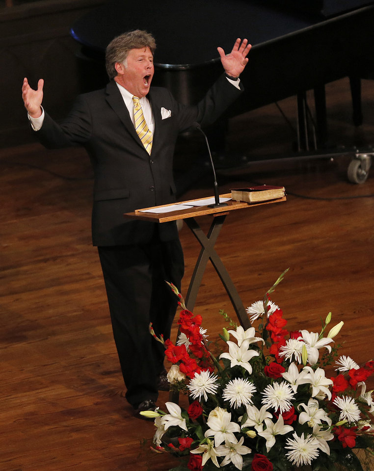 Photo - Long time friend, Rossi Robinson speaks during the funeral for former University of Oklahoma football player Steve Davis at the First Baptist Church on Monday, March 25, 2013, in Tulsa, Okla. Davis died in a plane crash last week in Indiana. Photo by Chris Landsberger, The Oklahoman