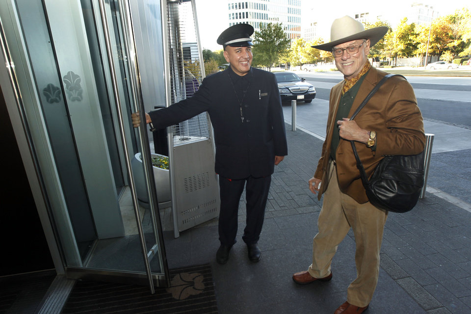 Photo -   Door man Malik Fawzi greets actor Larry Hagman at the Omni Dallas Hotel in Dallas, TX on Nov. 7, 2012, as the hotel was preparing to celebrate its one year anniversary. Hagman, who for more than a decade played villainous patriarch JR Ewing in the TV soap Dallas, has died at the age of 81, his family said Saturday Nov. 24, 2012. (AP Photo/Michael Ainsworth/The Dallas Morning News)