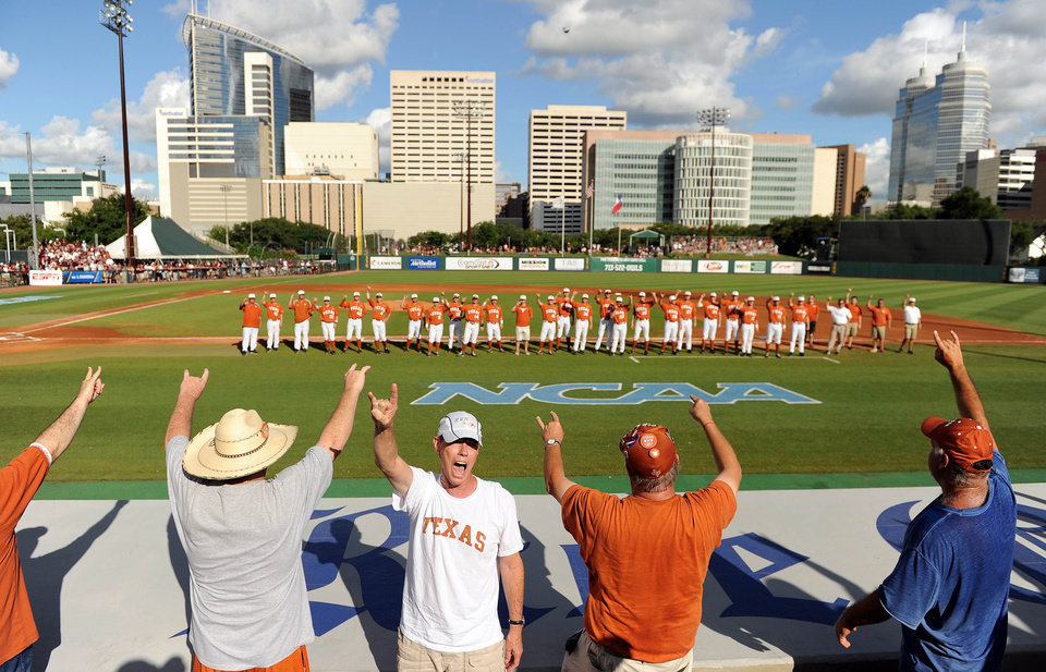 Photo - Fans of the Texas Longhorns sing