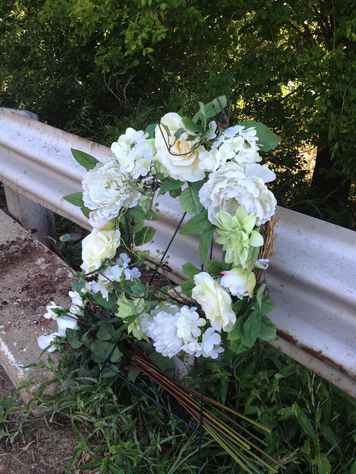Photo - A wreath was left in memory of Kingfisher woman Betty Simon, 77, at the bridge on N Council Road, a quarter-mile south of NW 178 Street.  Photo by LeighAnne Manwarren, the oklahoman