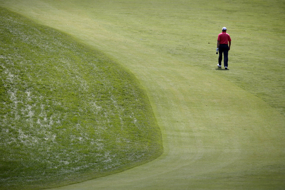 Photo - Ernie Els, of South Africa, walks down the first hole during practice for the U.S. Open golf tournament at Merion Golf Club, Wednesday, June 12, 2013, in Ardmore, Pa. (AP Photo/Charlie Riedel)