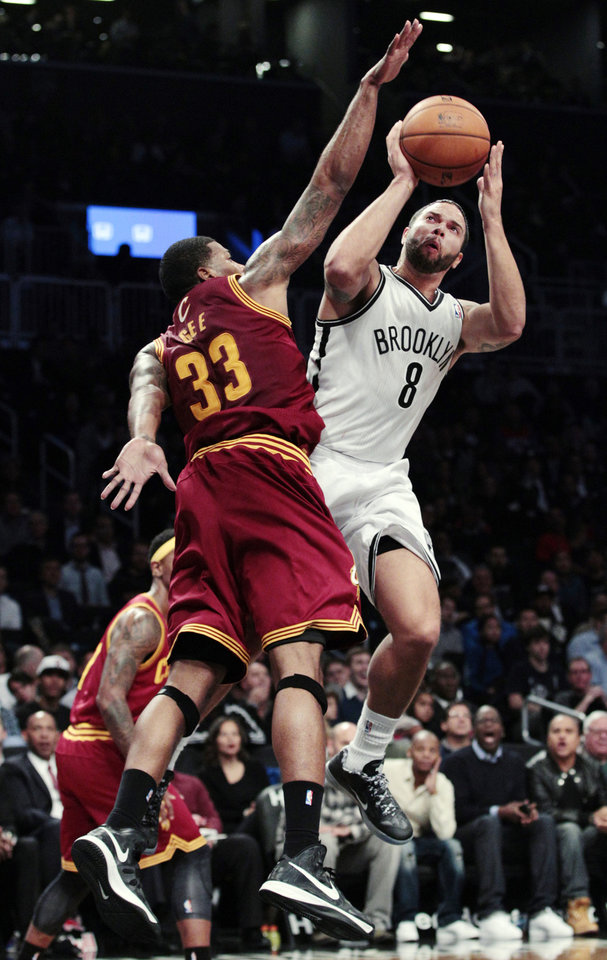 Photo -   Brooklyn Nets' Deron Williams (8) shoots over Cleveland Cavaliers' Alonzo Gee (33) during the first half of an NBA basketball game, Tuesday, Nov. 13, 2012, in New York. (AP Photo/Frank Franklin II)