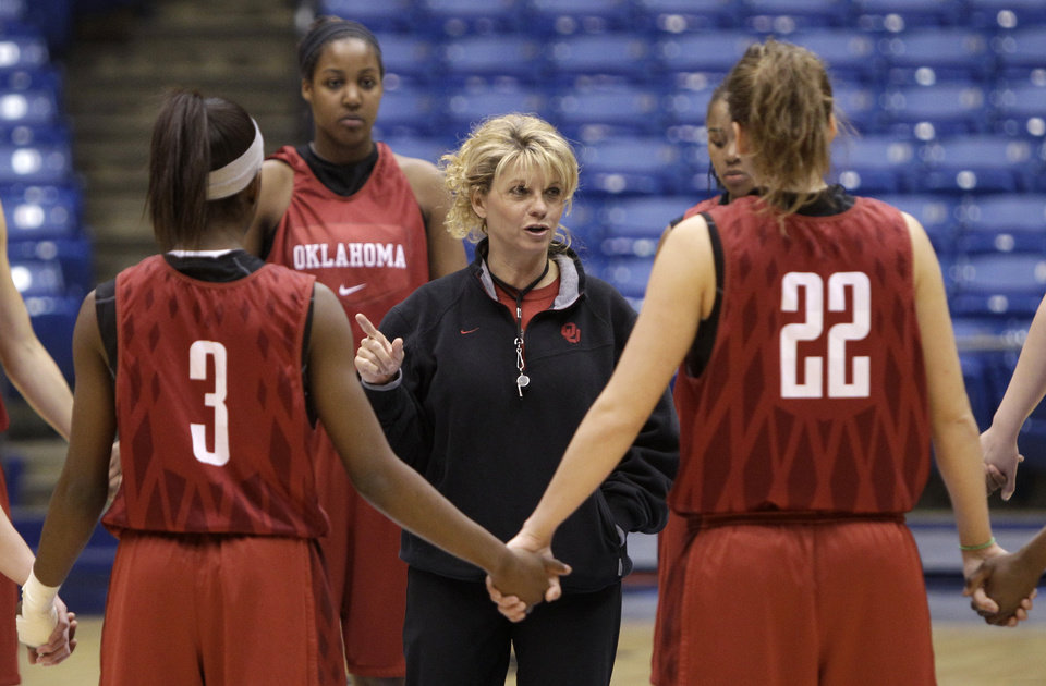 Oklahoma head coach Sherri Coale, center, talks to her players during practice for an NCAA women\'s college basketball tournament regional semifinal, Friday, March 25, 2011 in Dayton, Ohio. Oklahoma plays Notre Dame Saturday. (AP Photo/Al Behrman