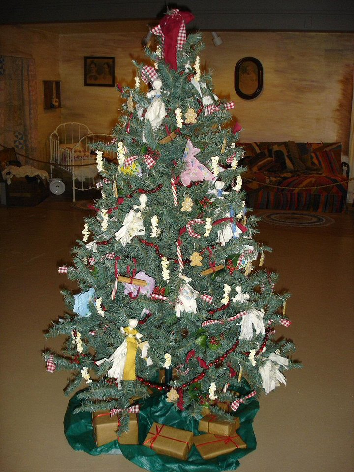 A Christmas tree is decorated with Rag Dolls, handkerchiefs and popcorn icicles. <strong></strong>