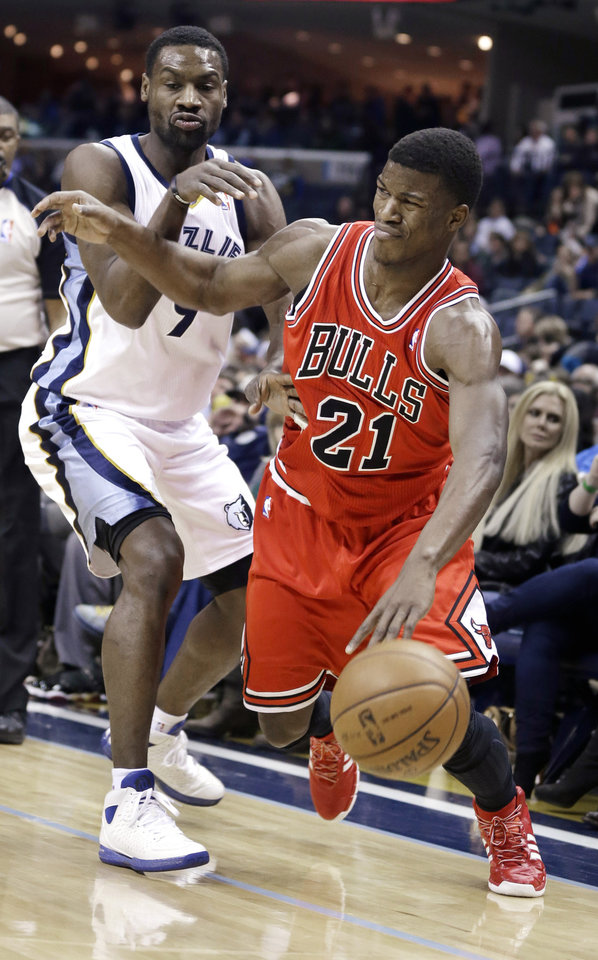 Memphis Grizzlies' Tony Allen, left, defends against Chicago Bulls' Jimmy Butler (21) in the first half of an NBA basketball game in Memphis, Tenn., Monday, Dec. 30, 2013. (AP Photo/Danny Johnston)