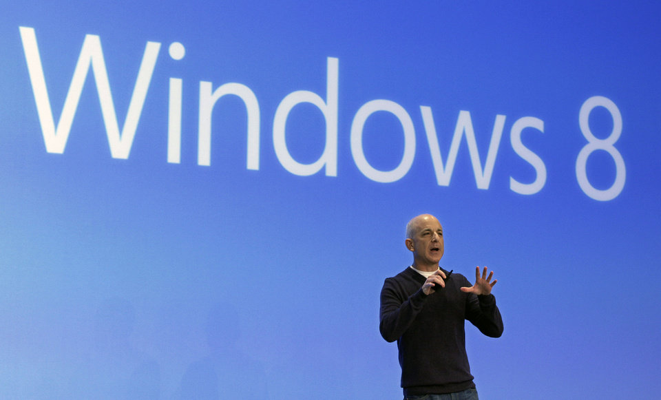 Photo -   Steven Sinofsky, president of the Microsoft Windows group, delivers his presentation at the launch of Microsoft Windows 8, in New York, Thursday, Oct. 25, 2012. Windows 8 is the most dramatic overhaul of the personal computer market's dominant operating system in 17 years. (AP Photo/Richard Drew)