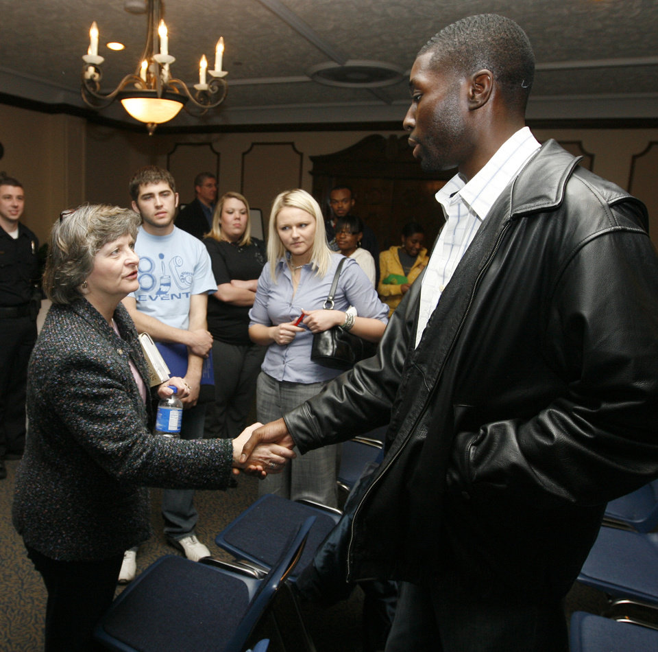 Photo - State Rep. Sally Kern, left, talks with UCO senior Sam Ozor, right, after Kern spoke at the UCO College Republicans meeting in the Nigh University Center at the University of Central Oklahoma in Edmond, Okla., Thursday, March 27, 2008. BY NATE BILLINGS, THE OKLAHOMAN ORG XMIT: KOD