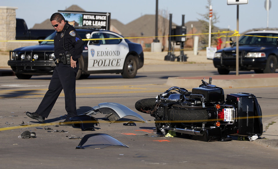 Edmond police investigate a crash Sunday near W 33 and N Lincoln Boulevard in Edmond. Photos by Sarah Phipps, The Oklahoman