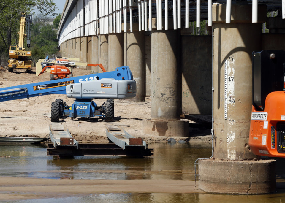 Photo -  Work was idled Tuesday at the James C. Nance Bridge between Lexington and Purcell when more cracks were found on the bridge.PHOTO BY STEVE SISNEY, THE OKLAHOMAN   STEVE SISNEY -