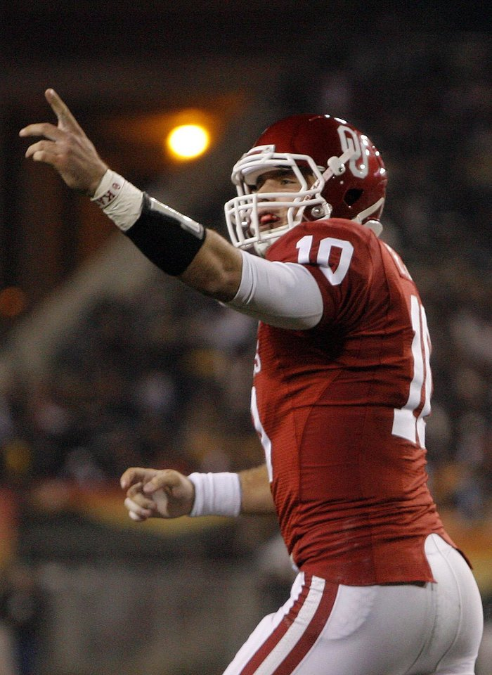 Photo - Oklahoma's Blake Bell (10) celebrates a touchdown during the Insight Bowl college football game between the University of Oklahoma (OU) Sooners and the Iowa Hawkeyes at Sun Devil Stadium in Tempe, Ariz., Friday, Dec. 30, 2011. Photo by Sarah Phipps, The Oklahoman